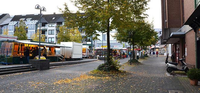 """Es ist der zentrale Platz des Solinger Stadtteil Ohligs mit dem beziehungsreichen Namen """"Ohligser Markt"""". Für viele treue Fans ist Ohligs DIE Einkaufsmeile in Solingen."""