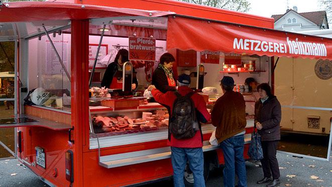 Tradition ist das buchstäbliche Salz in der Suppe eines Marktes. Oder das Gelbe vom Ei. Respektive: der knackige Biss ins Pferdewürstchen, welches in Solingen eine beliebte Spezialität ist.