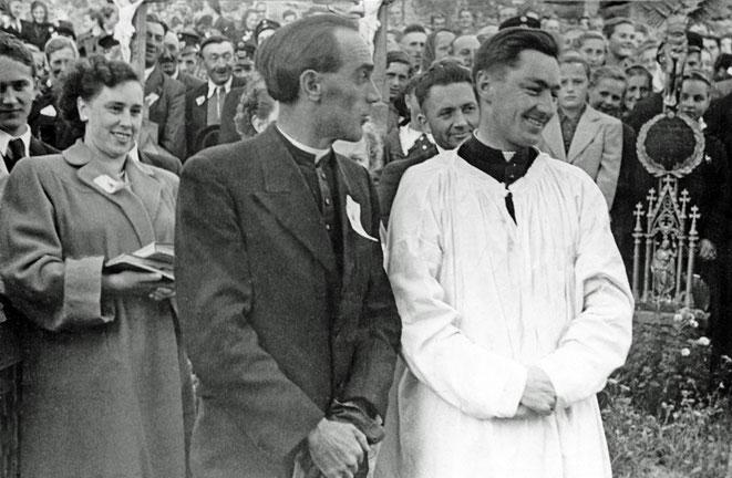1955 Kooperator Otto Kirchgatterer neben dem neuen Pfarrer ALois Heinzl.