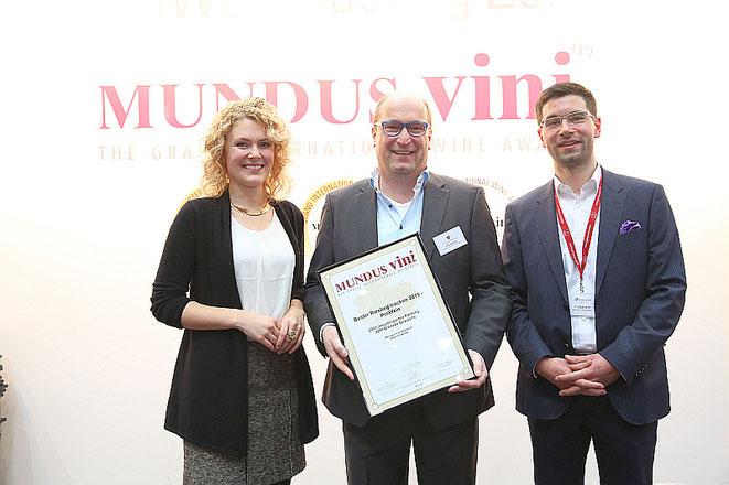 Janina Huhn, Deutsche Weinkönigin, Ulrich Allendorf und Christian Wolf, Mundus Vini.  Foto: Mundus Vini / Fotograf: Sascha Kreklau