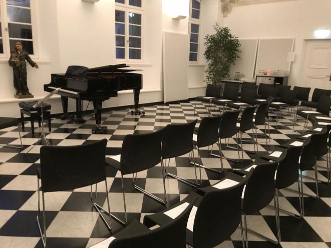 Saal im Maxhaus  Maxhaus内にあるホール