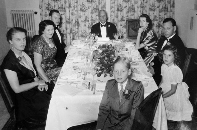 von links nach rechts: Anneke Sauber (Ehefrau von Robert), Angelika Sauber, Robert Sauber, Herman Sauber, Marion Sauber (Ehefrau von Albert), Albert Sauber, Micaela Sauber, Albrecht Sauber (Sohn von Robert)