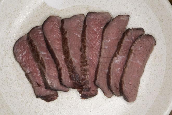 低温オーブンで調理したローストビーフ