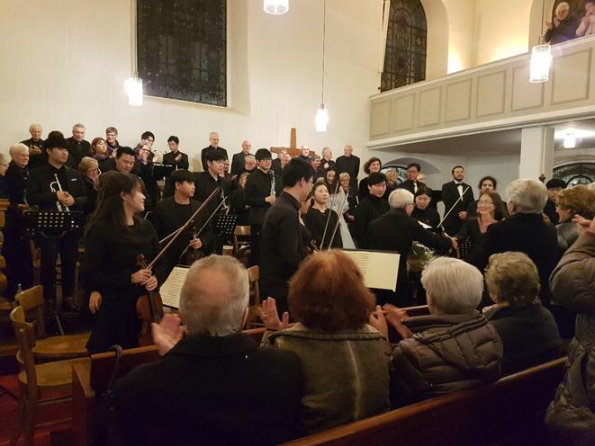 Applaus nach der Aufführung des MESSIAS in der Heilig-Geist-Kirche Geldern