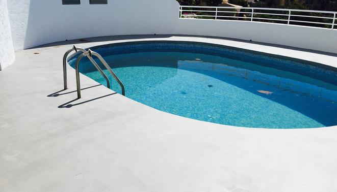 revistimiento microcemento en exterior para su piscina