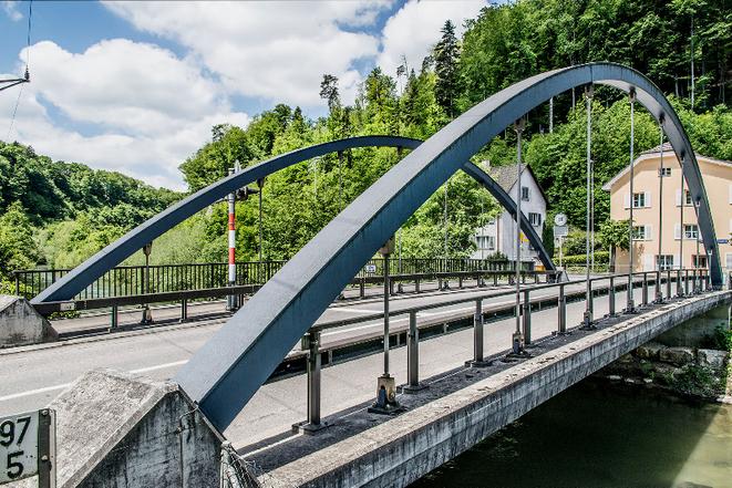 Neue Birsbrücke seit 1996 ohne Pfeiler.