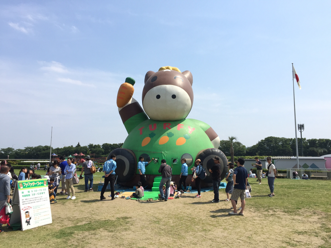 One of the attractions at Tokyo Racecourse Tokyo Fuchu city Family picnic sport exciting hot event spot 東京競馬場内でのアトラクションの一つ 家族 ピクニック スポーツ 競馬 祭典 お祭り 東京都府中市