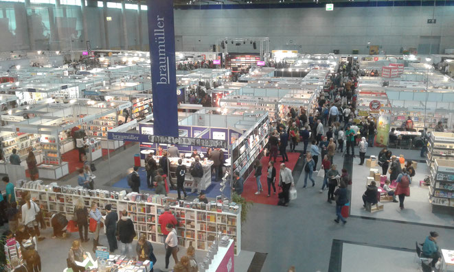 Das Bild zeigt die Halle der Buchmesse Wien 2017 .