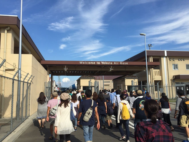 Entrance at Yokota Air Base Japanese-American Friendship international festival event 2016 Tokyo Fussa TAMA Tourism Promotion - Visit Tama 横田基地第五ゲート入口 日米友好祭 2016 東京都福生市 多摩観光振興会