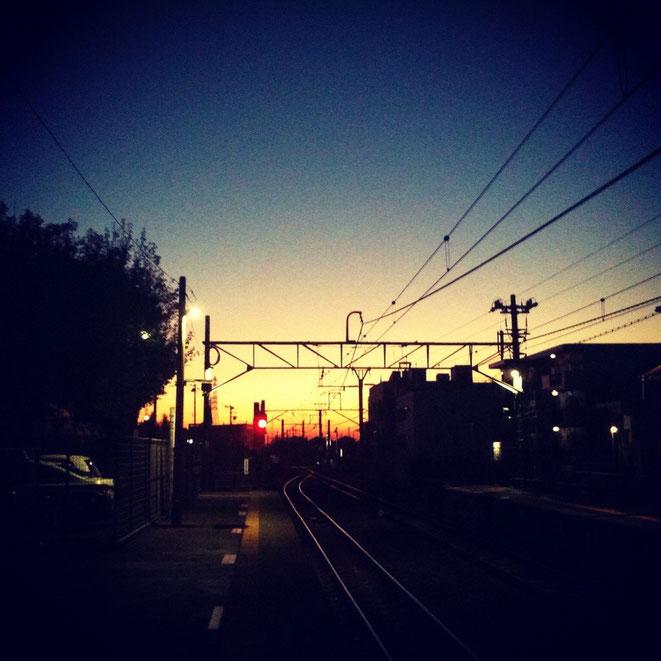 Sunrise at Akigawa station of JR Itsukaichi Line Tokyo Akiruno 日の出 JR五日市線秋川駅 東京都あきる野市