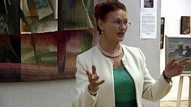 Доктор философских наук  Моисеева Н.А. рассказывает о  творчестве Виктора Уварова
