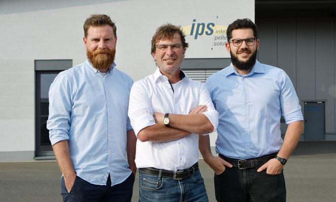 Gerald Weis (mitte) mit seinen Söhnen Julian (links) und Simon (rechts)