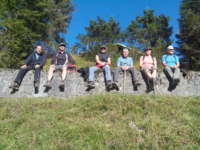 Wanderer nach einer schweren Gipfeltour, auf der Stange!!