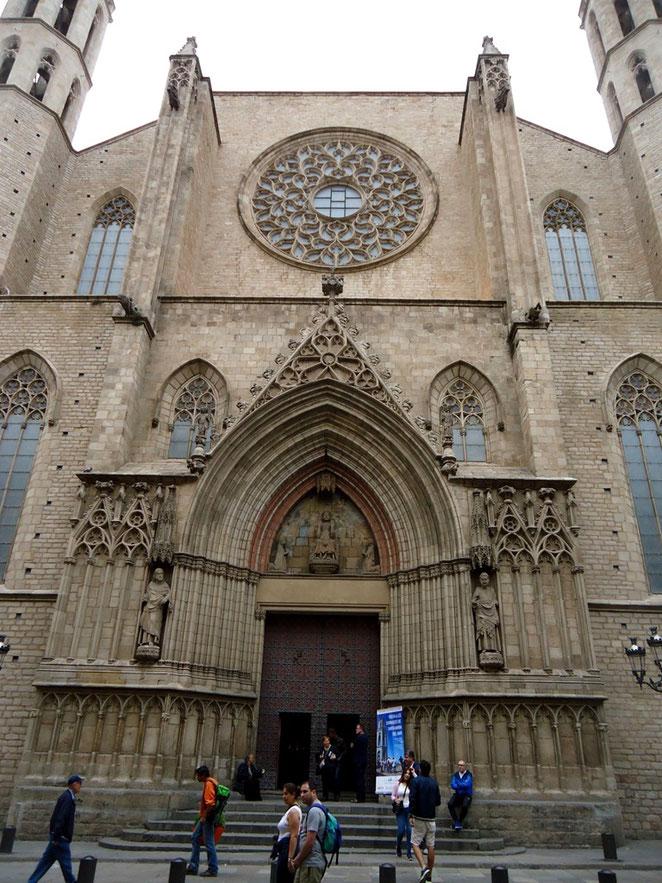 красное спокойствие, санта мария дель мар, санта мария дель мар барселона, церковь санта мария дель мр в барселоне, пешеходные экскурсии по Барселоне
