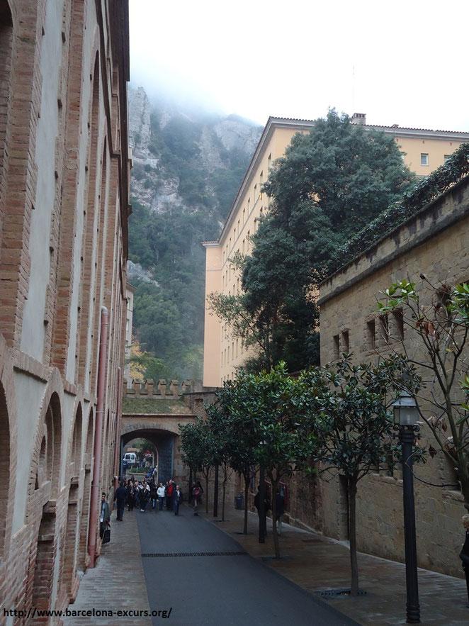 экскурсия на гору монсеррат, монастырь и гора монтсеррат, монсеррат каталония