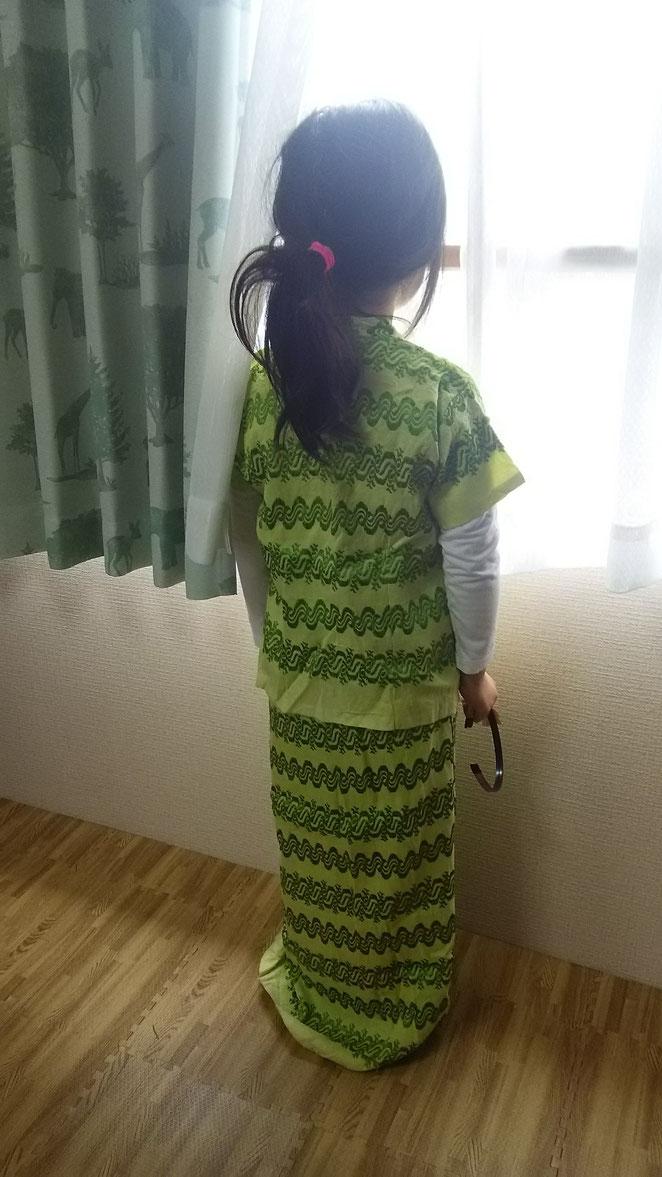 あじさい鍼灸マッサージ治療院 ミャンマー民族衣装を着た長女