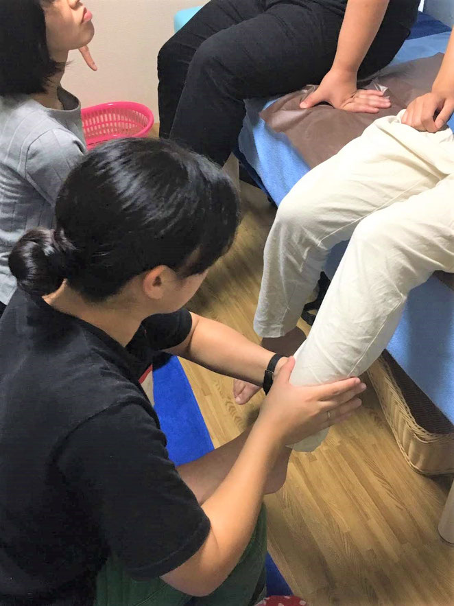 あじさい鍼灸マッサージ治療院 把握の手技を使って包み込む