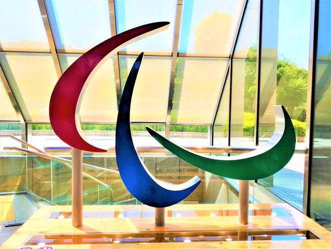 あじさい鍼灸マッサージ治療院 都庁で展示されていたパラリンピックのシンボル、スリーアギトス
