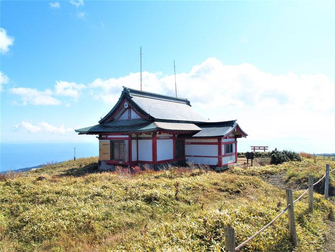 あじさい鍼灸マッサージ治療院 箱根神社元宮。駒ヶ岳頂上に鎮座。