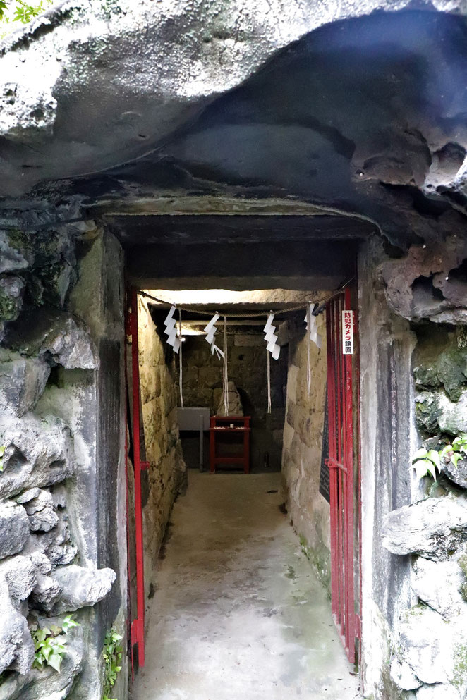 あじさい鍼灸マッサージ治療院 江島杉山神社の岩屋