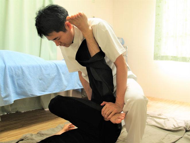 あじさい鍼灸マッサージ治療院 タイ古式マッサージ 下肢のストレッチ