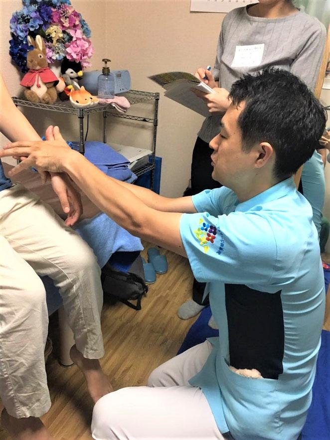 あじさい鍼灸マッサージ治療院 手を作る