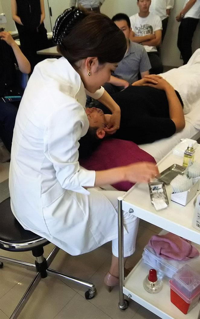 あじさい鍼灸マッサージ治療院 倉内夕先生の実技