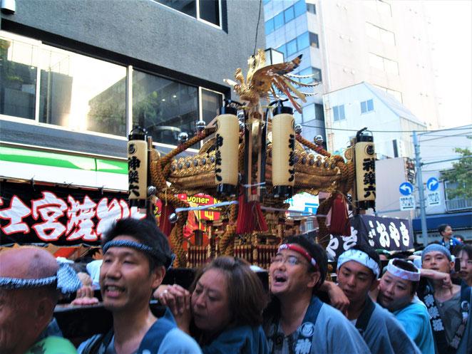 あじさい鍼灸マッサージ治療院 赤城神社例大祭の神輿