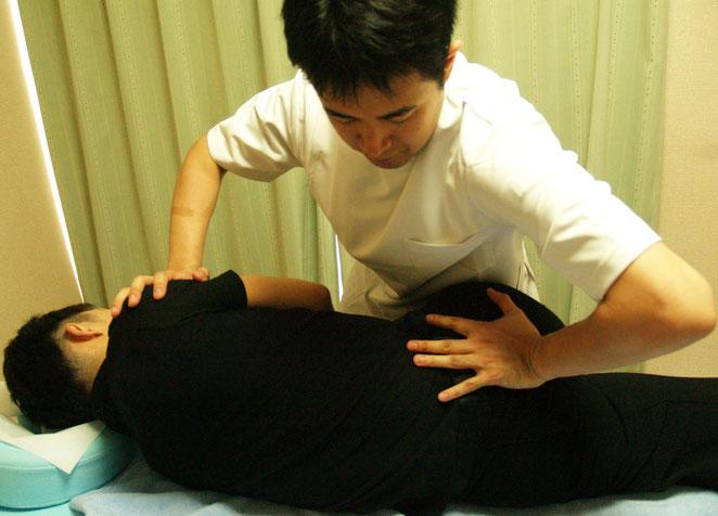 あじさい鍼灸マッサージ治療院 仙腸関節の調整の様子