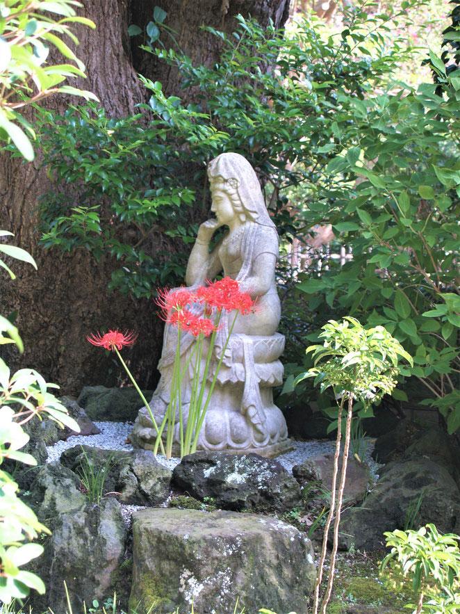 あじさい鍼灸マッサージ治療院 報国寺の石仏