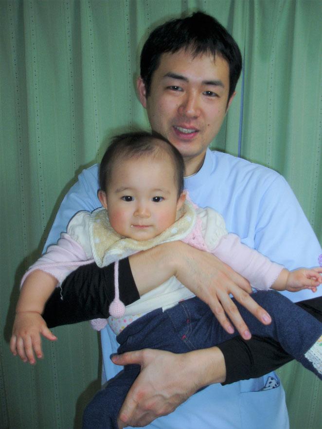 あじさい鍼灸マッサージ治療院院長と子ども