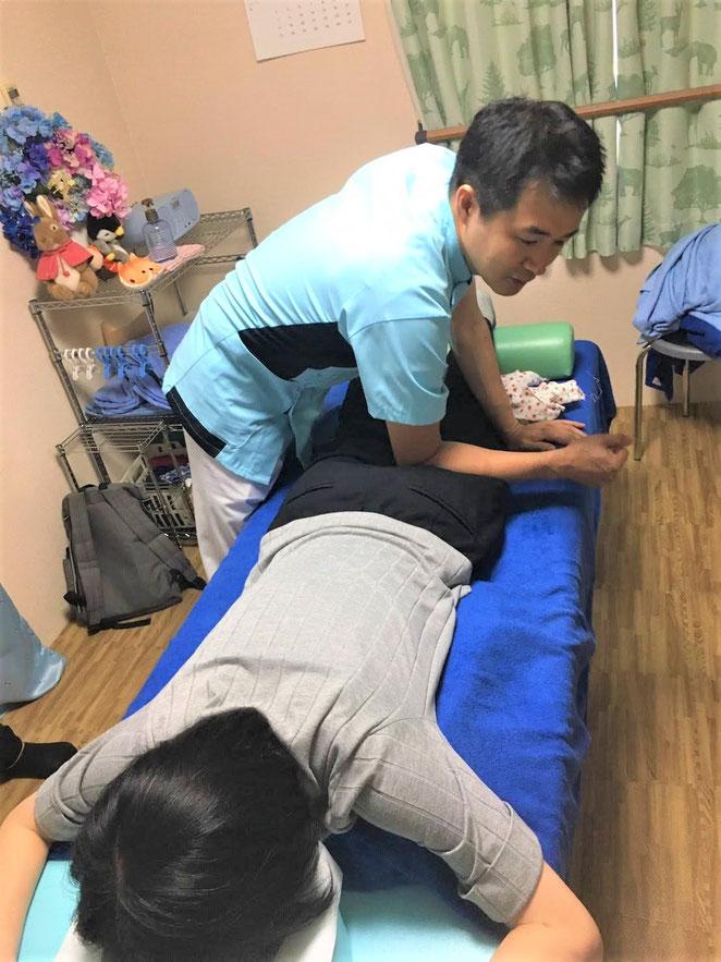 あじさい鍼灸マッサージ治療院 実際に学生さんに按摩指圧を受けてもらう