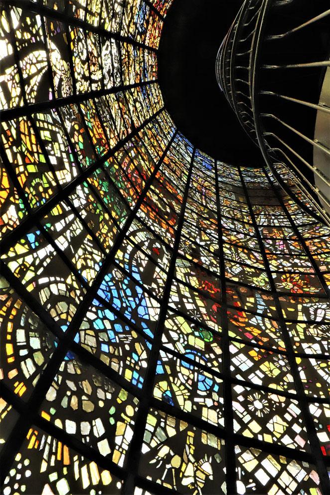 あじさい鍼灸マッサージ治療院 ステンドグラスの塔