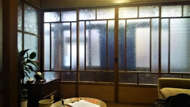 あじさい鍼灸マッサージ治療院 太子道鍼療院内の待合室
