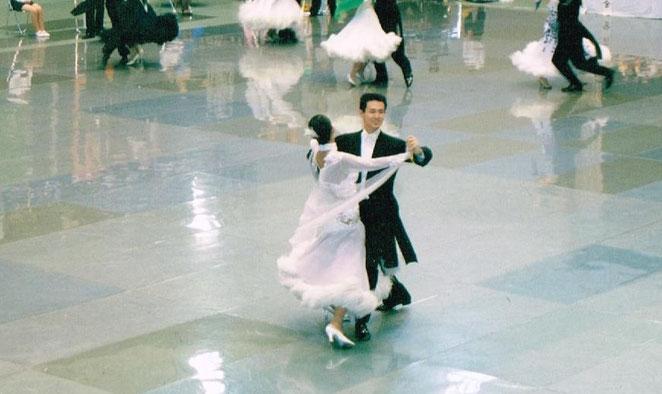 院長の社交ダンス競技会の様子。