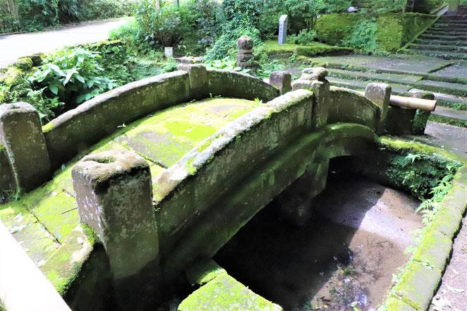 あじさい鍼灸マッサージ治療院 浄智寺の入り口の橋