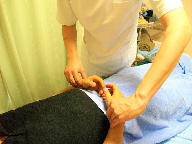 あじさい鍼灸マッサージ治療院 脈診の様子