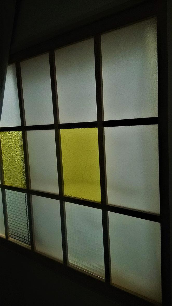 あじさい鍼灸マッサージ治療院 キモノスタジオMIFURU 窓ガラス