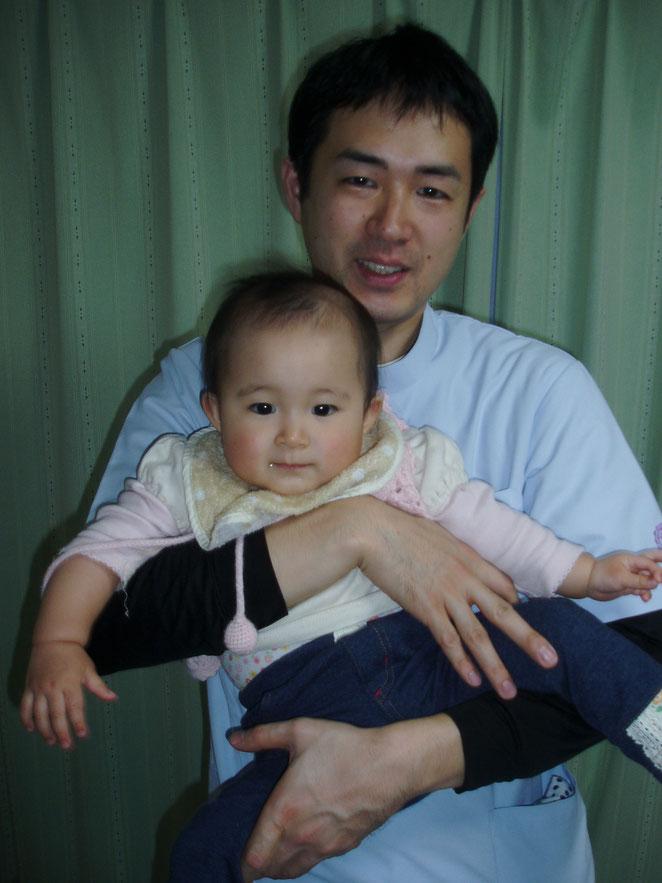 あじさい鍼灸マッサージ治療院 1歳当時の長女と