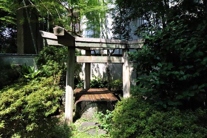 あじさい鍼灸マッサージ治療院 三囲神社の三柱鳥居