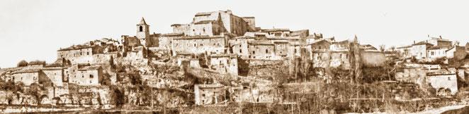 le village vers 1920 comptait une dizaine de maison en plus et un château un peu plus haut