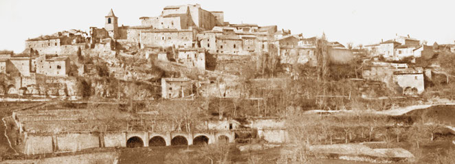 Au pied du village, beaucoup plus visibles au début du siècle dernier