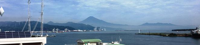ギャラリーから望む富士山と清水港