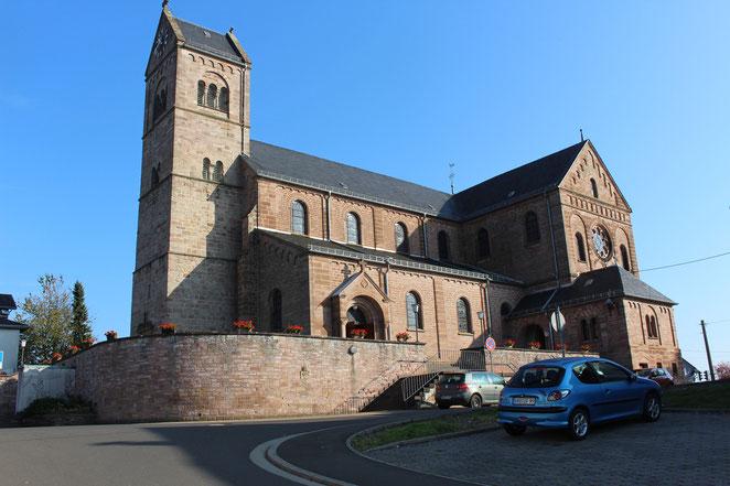 Kirche mit Hauptportal
