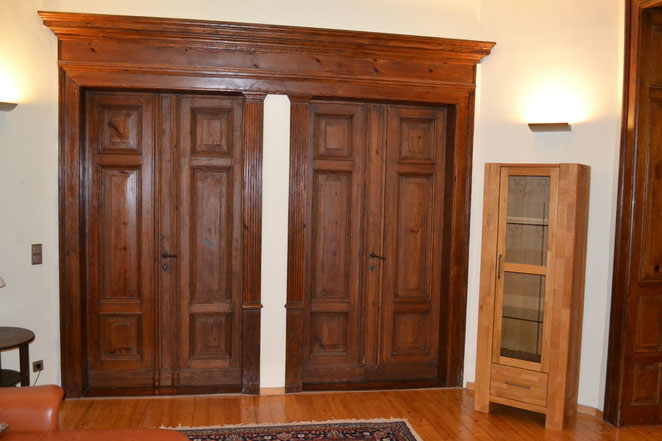 Wohnzimmer - hier Übergang zu Flur und Zimmer 1