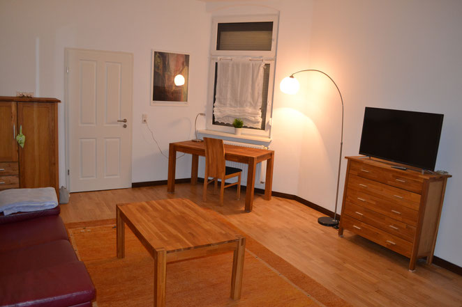 Wohnzimmer - Richtung Garten und Schlafzimmer 2 fotografiert