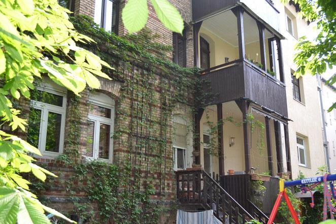 Gartenansicht der Ferienwohnung mit Balkon