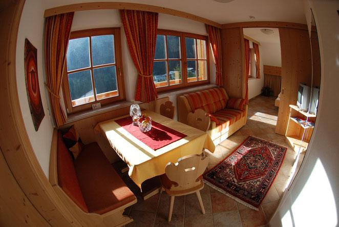 Kat.B Junior Suite 2 (2 Erwachsene) ca.35m2  Dusche/WC, TV, Föhn, Save, W-Lan (Wohnbereich)
