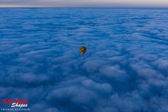 Winterballonfahrt über den Wolken