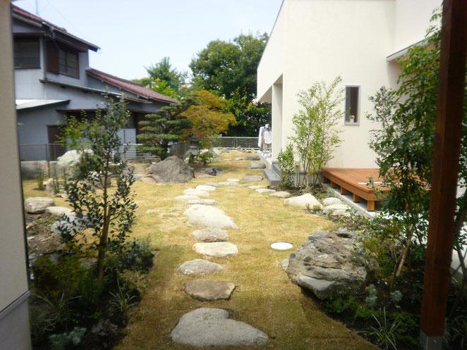 思い出のある庭石をいかしたナチュラルモダンな造園プラン